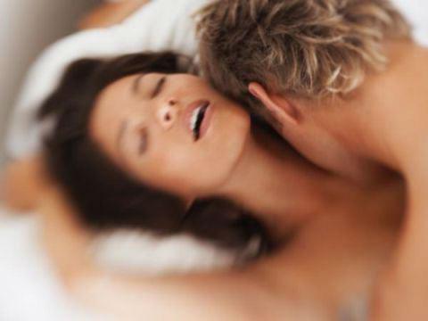 ispytat-strujnyj-orgazm